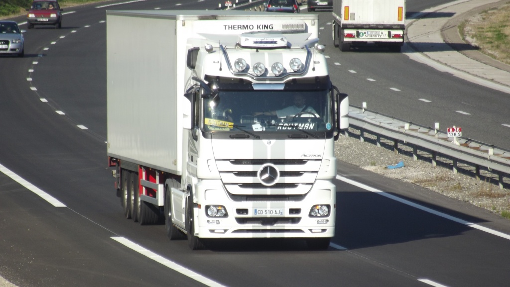 Mercedes Actros MP 1,2 et 3 - Page 3 Dscf3581