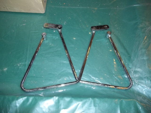 Vulcan 1500 Classic saddlebag brackets 100_0616