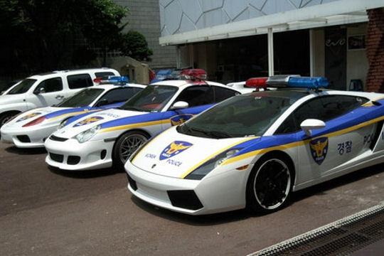 Les voitures des forces de l'ordre dans le monde Coree-11