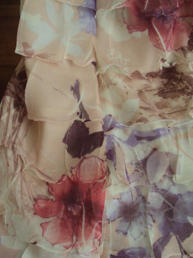 Coudre une robe avec un tissu à volants Dsc04010