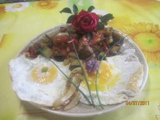 Oeufs sur le plat aux légumes de saison Oeufs_13
