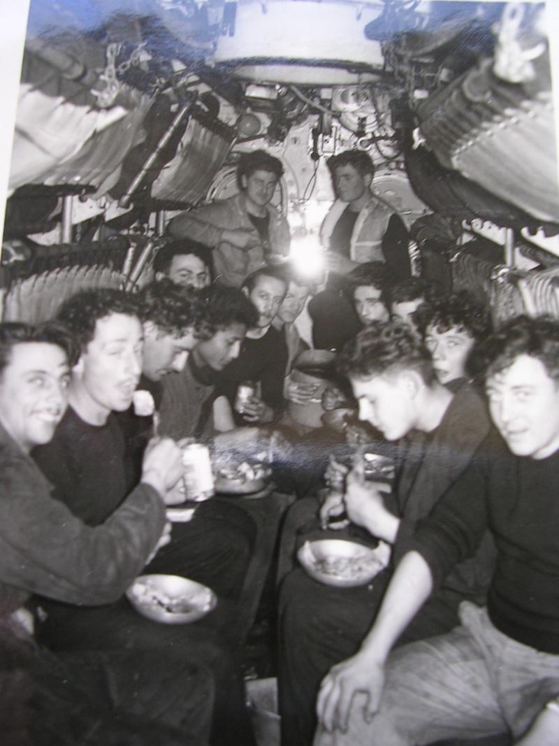 [ Blog visiteurs ] recherche camarades de mon père René CARDIN embarqué sur le SM Sirène en 1955 Repas_12
