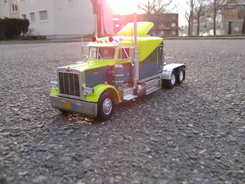 Peterbilt 359 Stretched 01 in 1 : 25 Pict4310