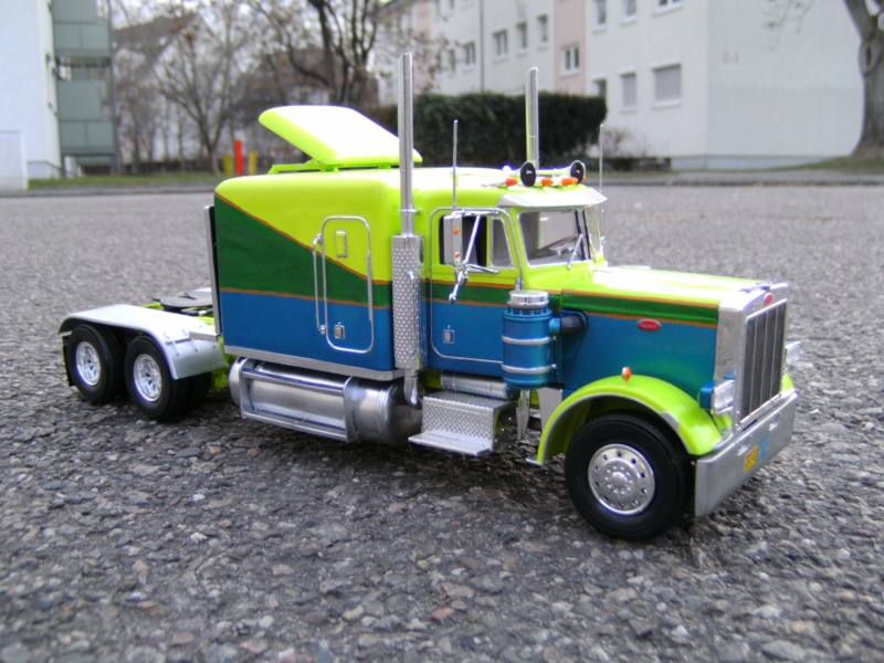 Peterbilt 359 Stretched 01 in 1 : 25 Pict4315