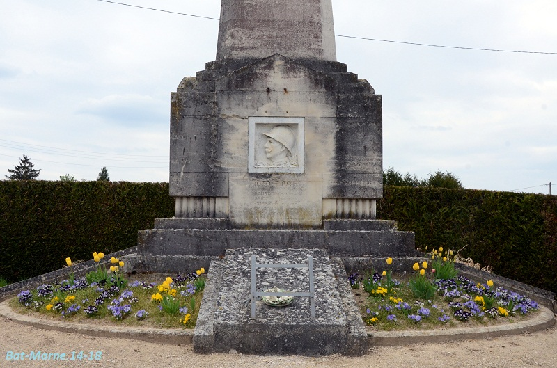 Le Monument aux Morts de Loivre 417
