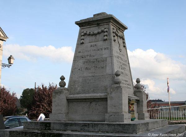 Le Monument au 148e RI - photo Givet-12