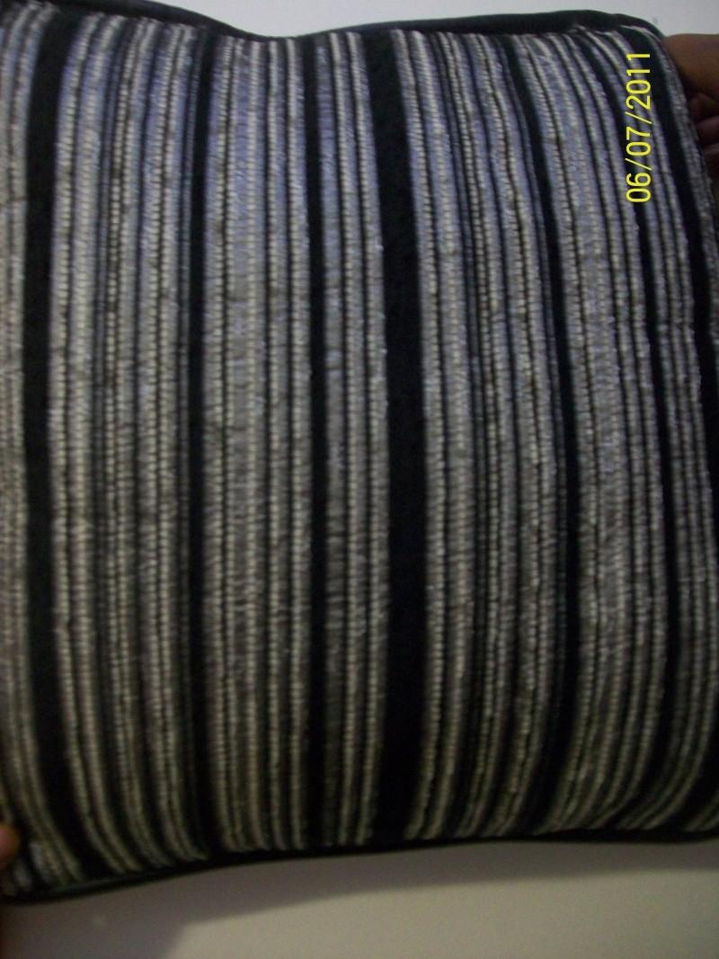 recherche idée pour déco avec canapé rayé gris/noir 100_0912