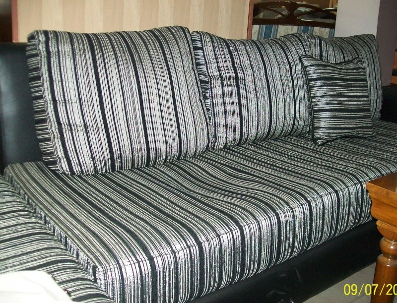 recherche idée pour déco avec canapé rayé gris/noir 100_0913