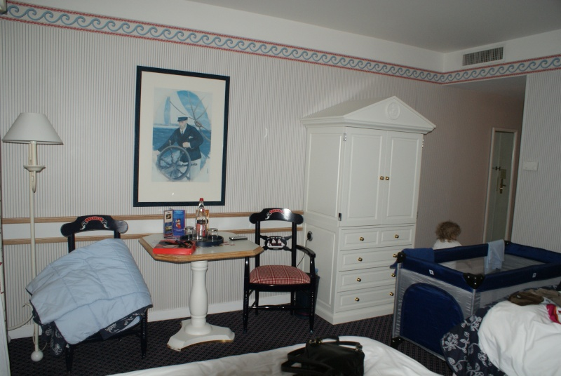 Disney's Newport Bay Club - Page 3 Dsc03215