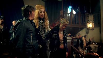 Beyonce et Sasha Fierce son entité démoniaque. Normal12