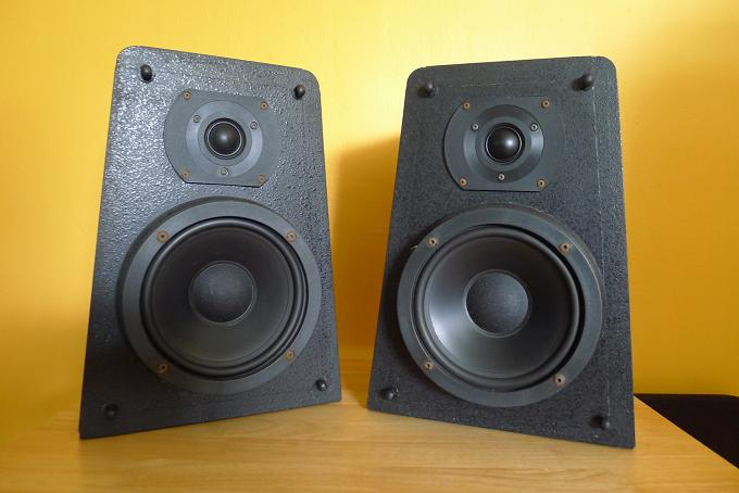 M & K Satellite 2B Speakers (Miller & Kreisel) P1000817