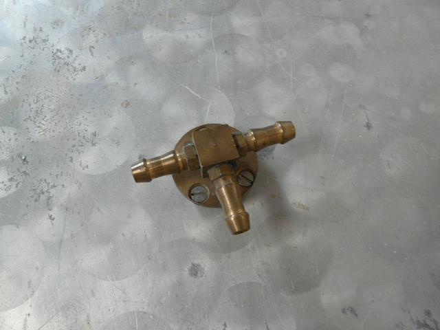 Y, T ou H - I = raccord pour branchement de gaz P1010613