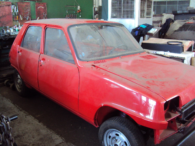 R5 GTL rouge 5 portes de 1981 Dsc01211