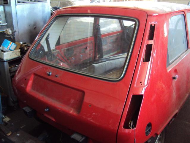 R5 GTL rouge 5 portes de 1981 Dsc01215