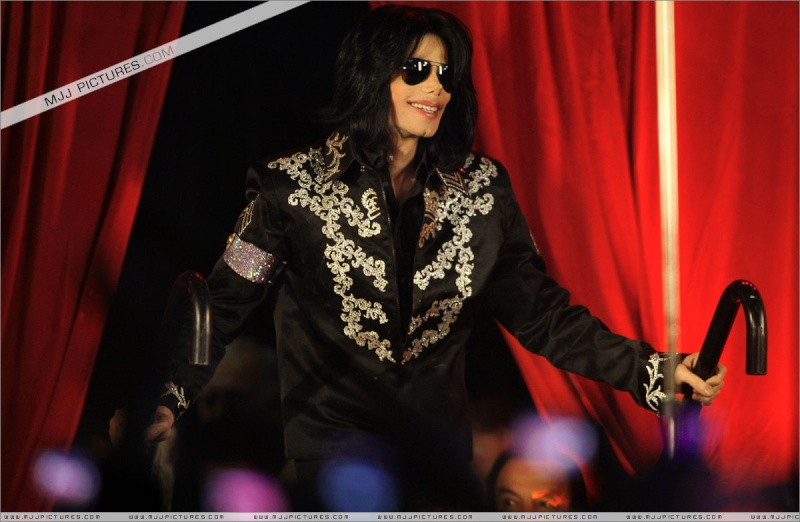 Fotos de Michael na Conferência de Imprensa O2 00210