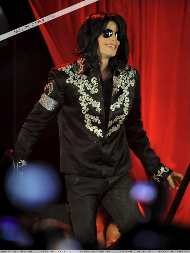 Fotos de Michael na Conferência de Imprensa O2 00310