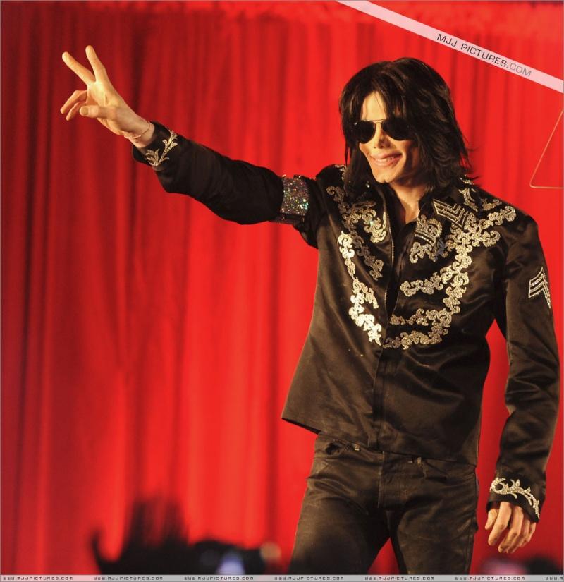 Fotos de Michael na Conferência de Imprensa O2 00511