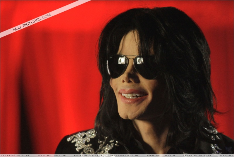 Fotos de Michael na Conferência de Imprensa O2 00610