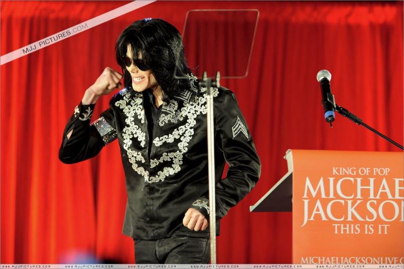 Fotos de Michael na Conferência de Imprensa O2 00710