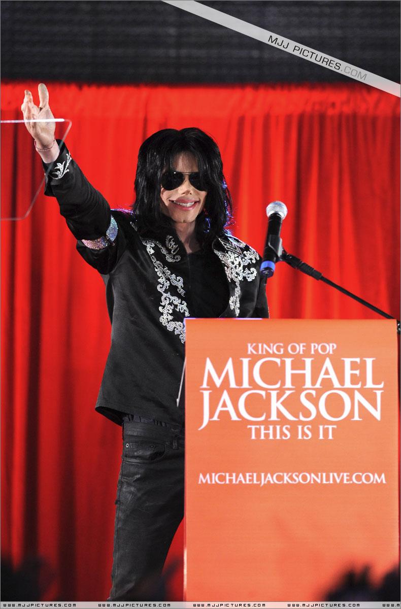 Fotos de Michael na Conferência de Imprensa O2 02510