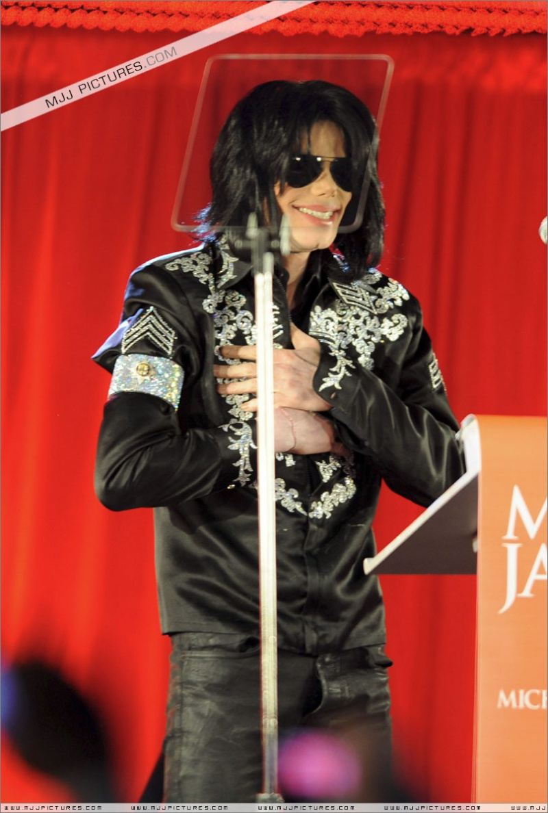 Fotos de Michael na Conferência de Imprensa O2 03010