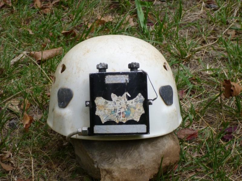 Spéléo : éclairage externe et fixation casque P1000913