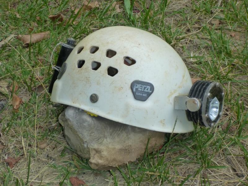 Spéléo : éclairage externe et fixation casque P1000914