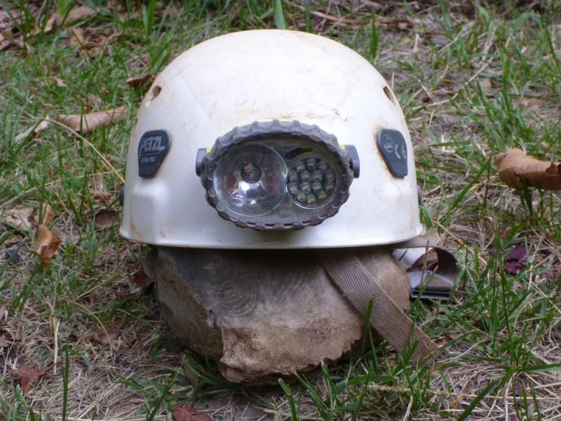 Spéléo : éclairage externe et fixation casque P1000915