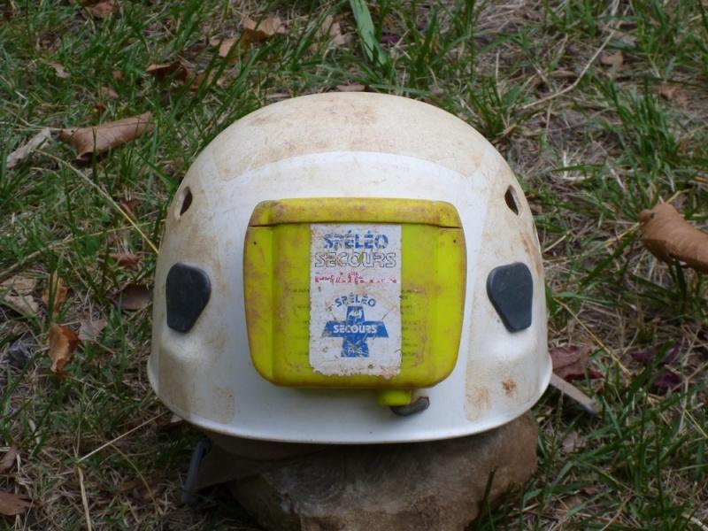 Spéléo : éclairage externe et fixation casque P1000916