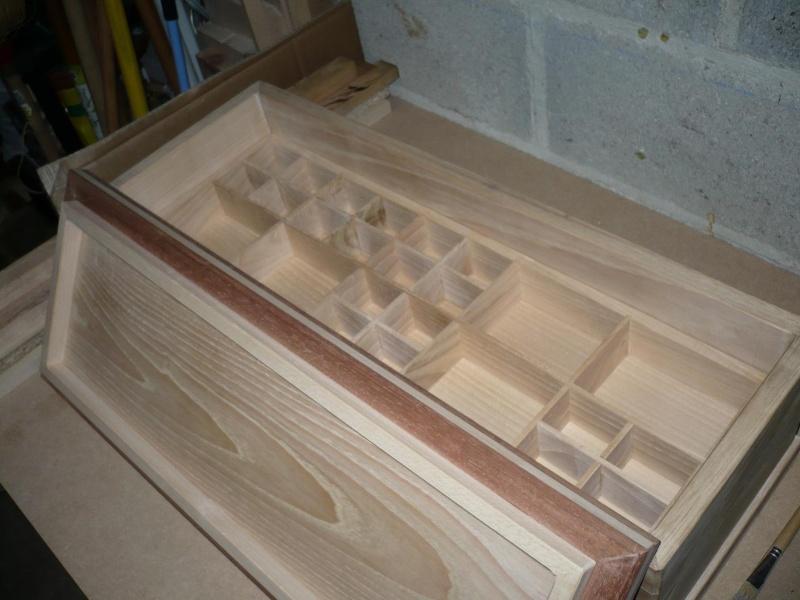 fabrication d'une boite à bijoux hors normes - Page 2 P1030365