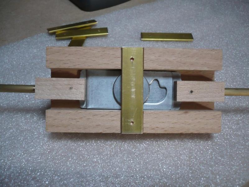 fabrication d'une boite à bijoux hors normes - Page 4 P1030514