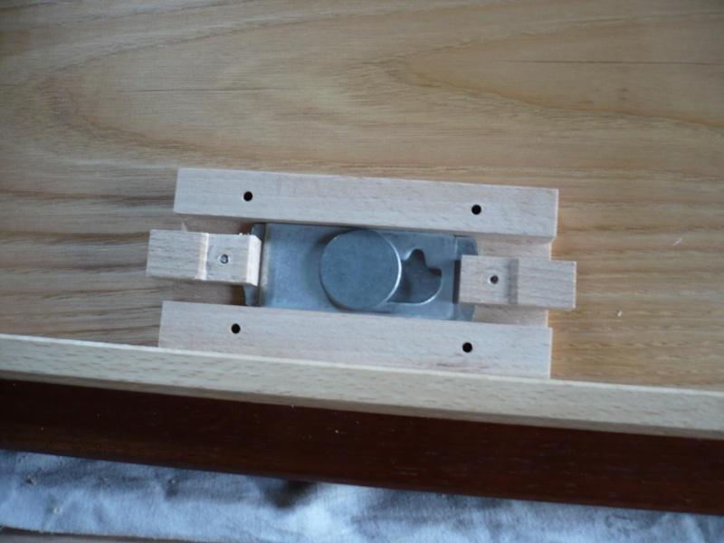 fabrication d'une boite à bijoux hors normes - Page 4 P1030626