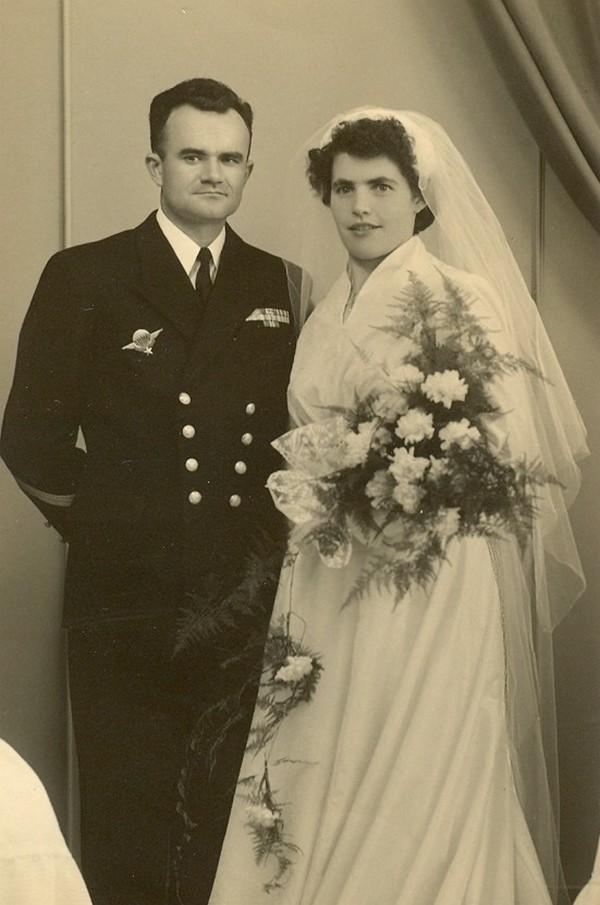[Les traditions dans la Marine] Mariage en tenue - Page 2 Mariag11