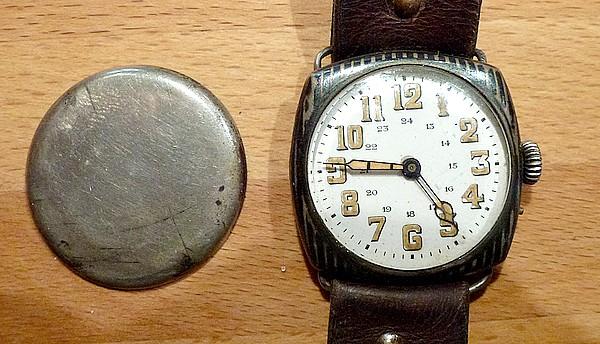 Jaeger -  [Le TOPIC des demandes d'IDENTIFICATION et RENSEIGNEMENTS de montres est ICI] - Page 40 M211