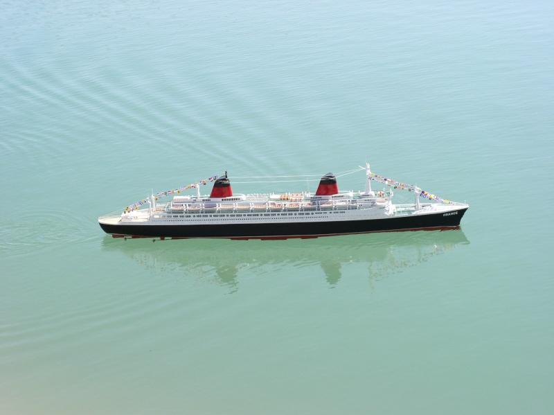 Le Titanic d'après les plan de JC ROSSO  au 1/200ème  Pa020010