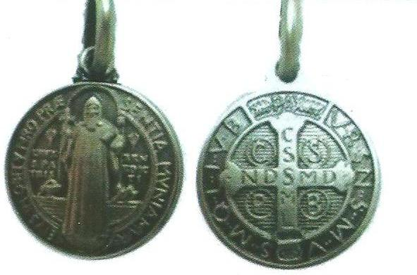 Suite sur les médailles de St Benoit Medail11