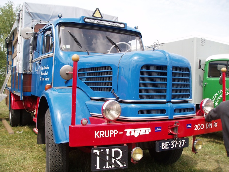 Camions anciens P6110110