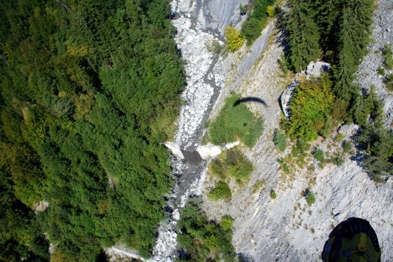 photographie:Une des particularités géographiques du bassin versant de St gervais vu du Parapente! Img_4711
