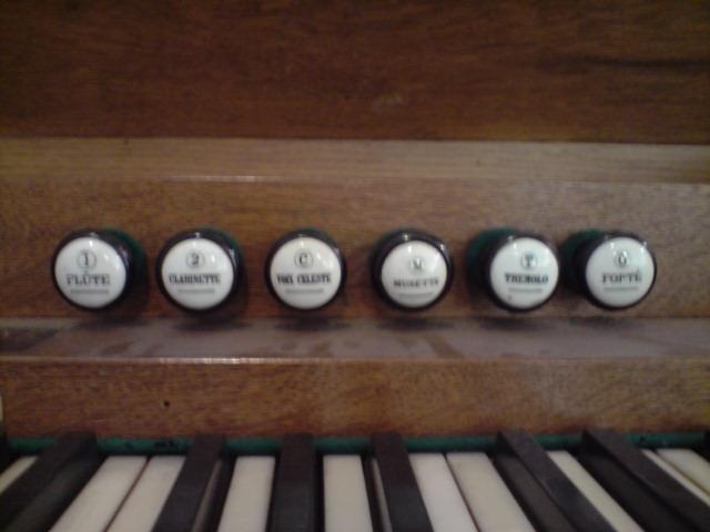 Harmonium inconnu et harmonium Christophe et Etienne P2405112