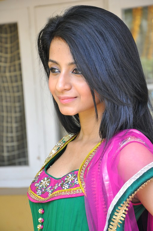 Amrutha in Salwar Cute Pictures Amruth33