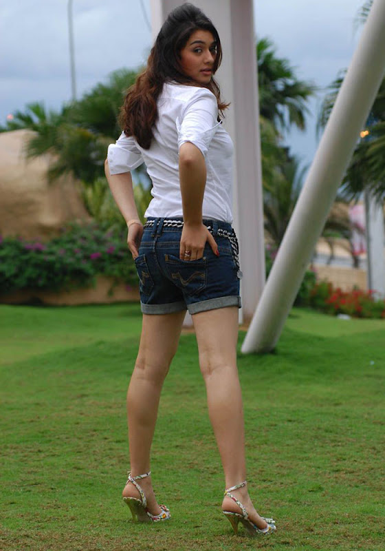 Hansika Spicy in Shorts Photo Gallery Hansik12