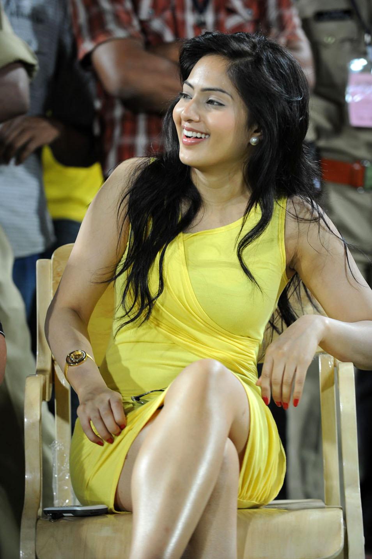 Nikesha Patel Spicy Photo Gallery Nikesh16