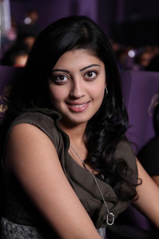 ப்ரனிதா சகுனி கேலரி [ Pranitha in Saguni Movie Gallery ] Pranit13