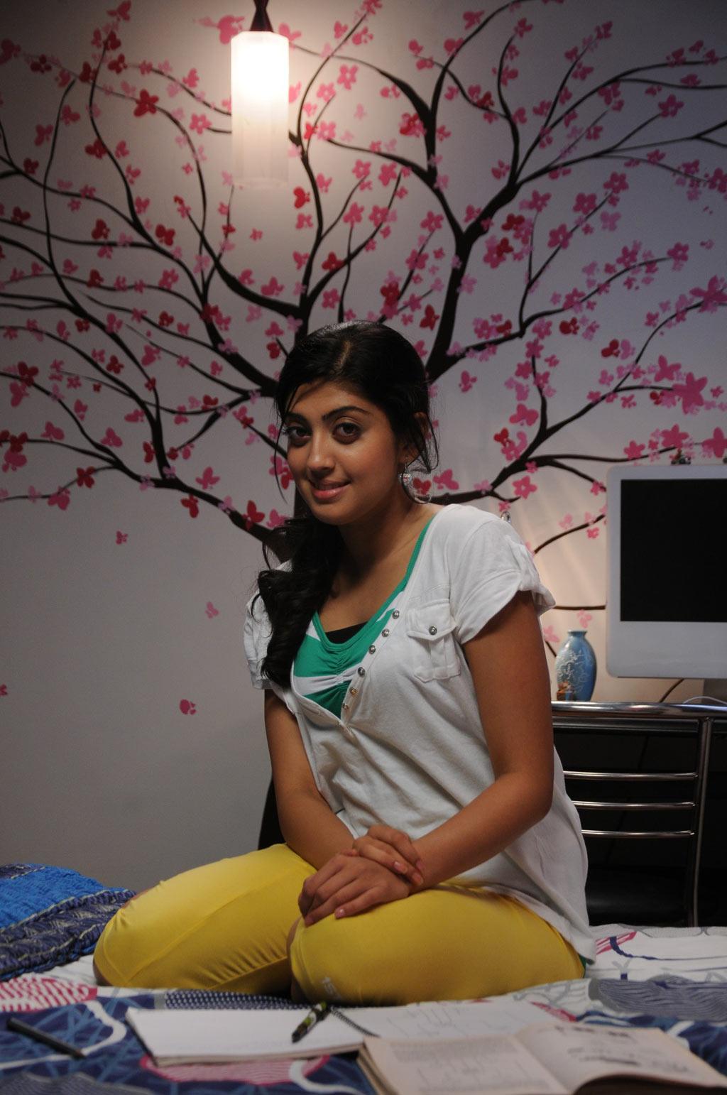 ப்ரனிதா சகுனி கேலரி [ Pranitha in Saguni Movie Gallery ] Pranit18