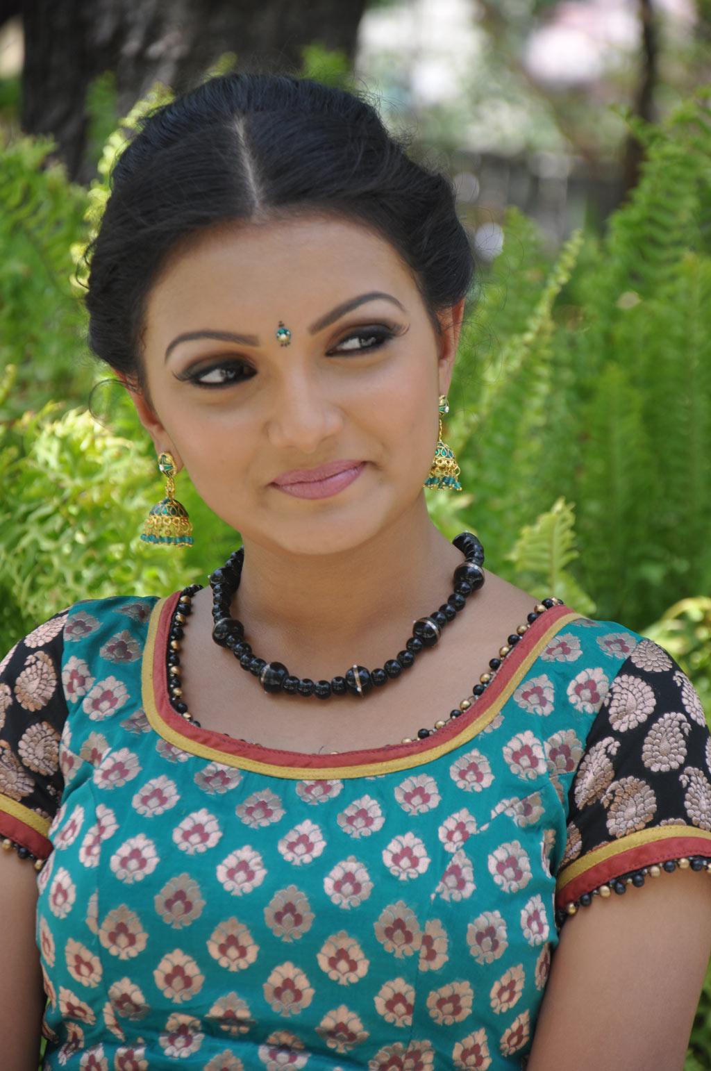 Saranya Mohan Latest Stills Sarany12