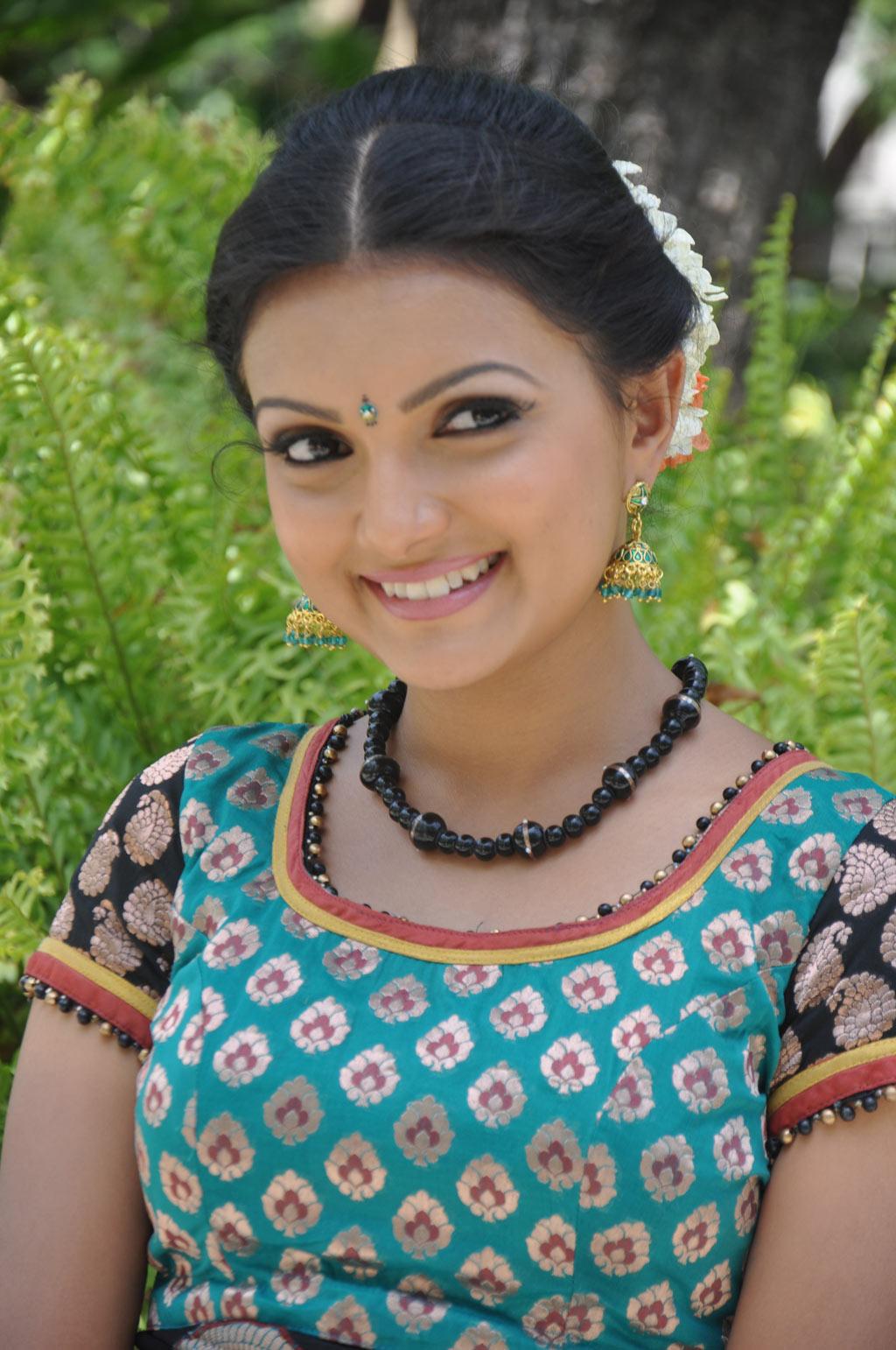 Saranya Mohan Latest Stills Sarany13