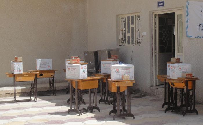 مبرة الشاكري الخيرية توزع مكائن خياطة على الأرامل في ناحية النص 713