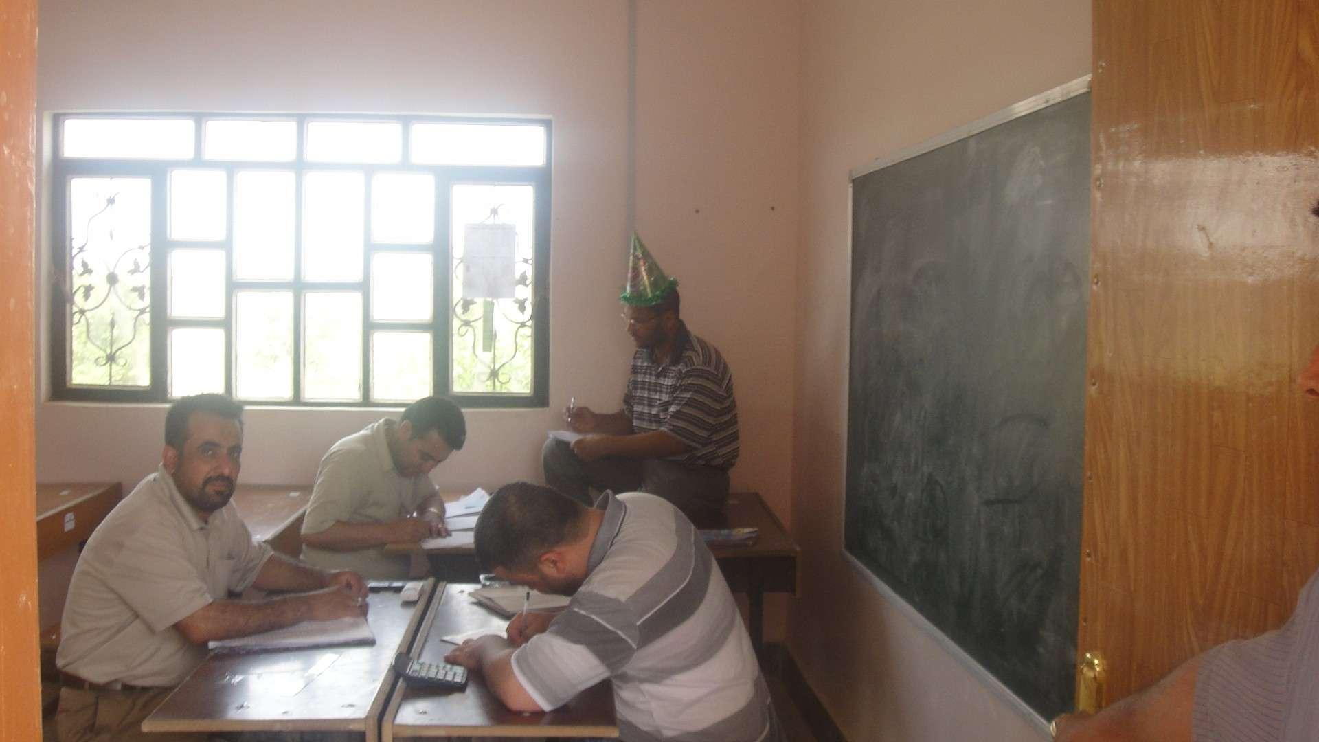 معلمي المبرة يضعون النتائج للتلاميذ Dsc04710