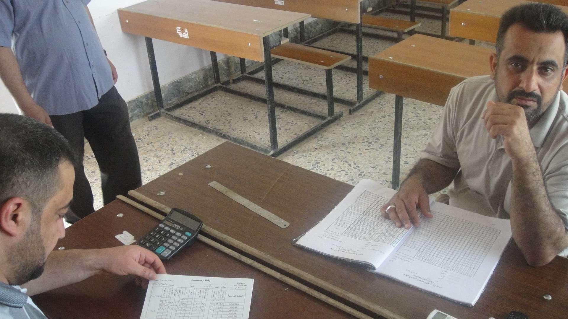 معلمي المبرة يضعون النتائج للتلاميذ Dsc04711