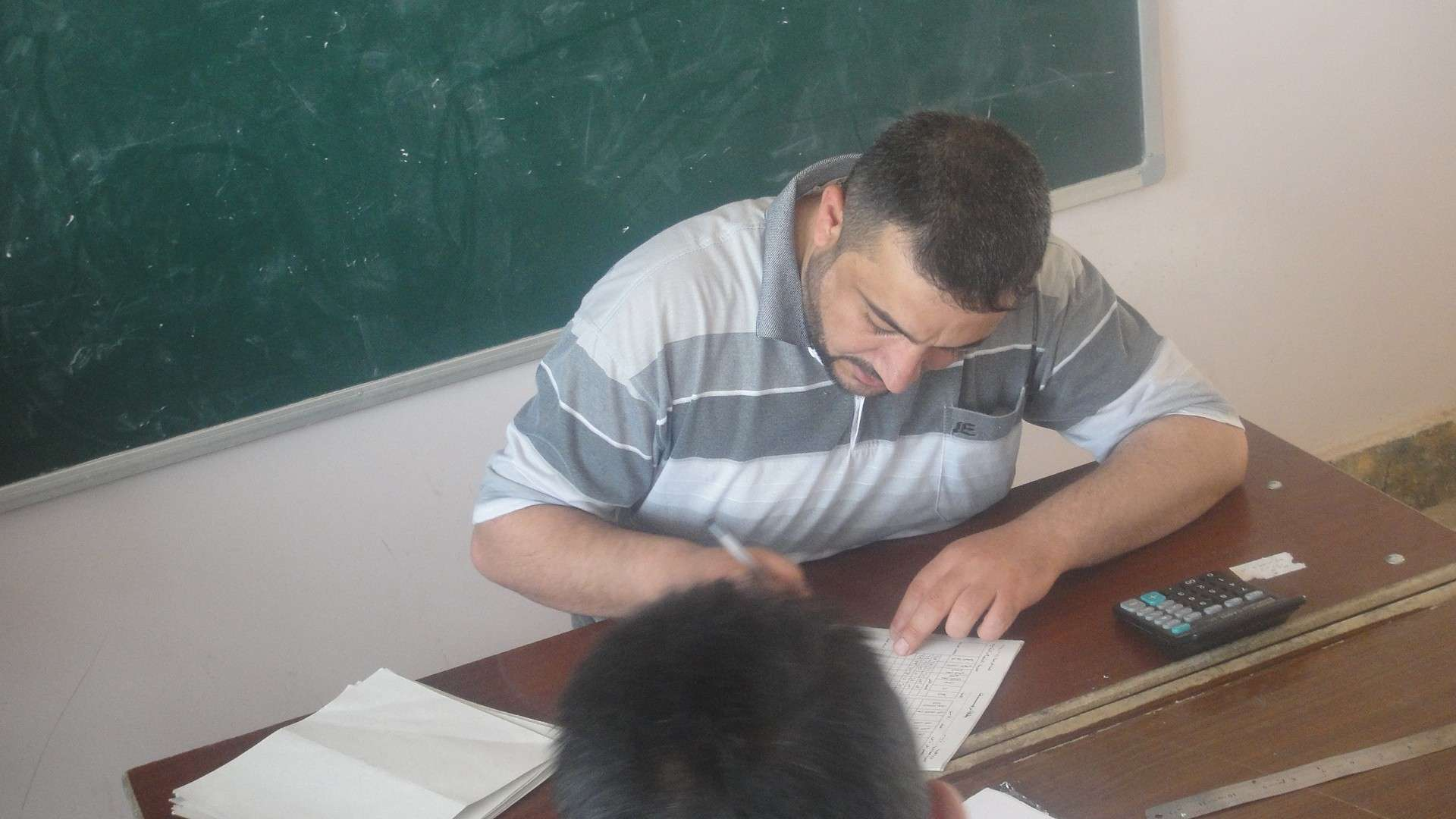 معلمي المبرة يضعون النتائج للتلاميذ Dsc04712